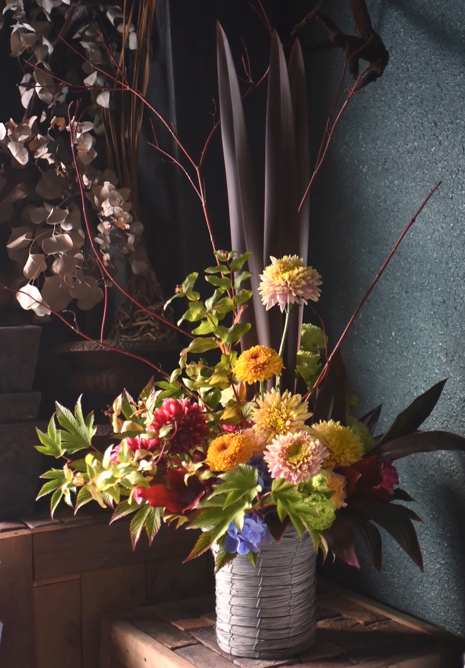 秋の色合いの祝い花|