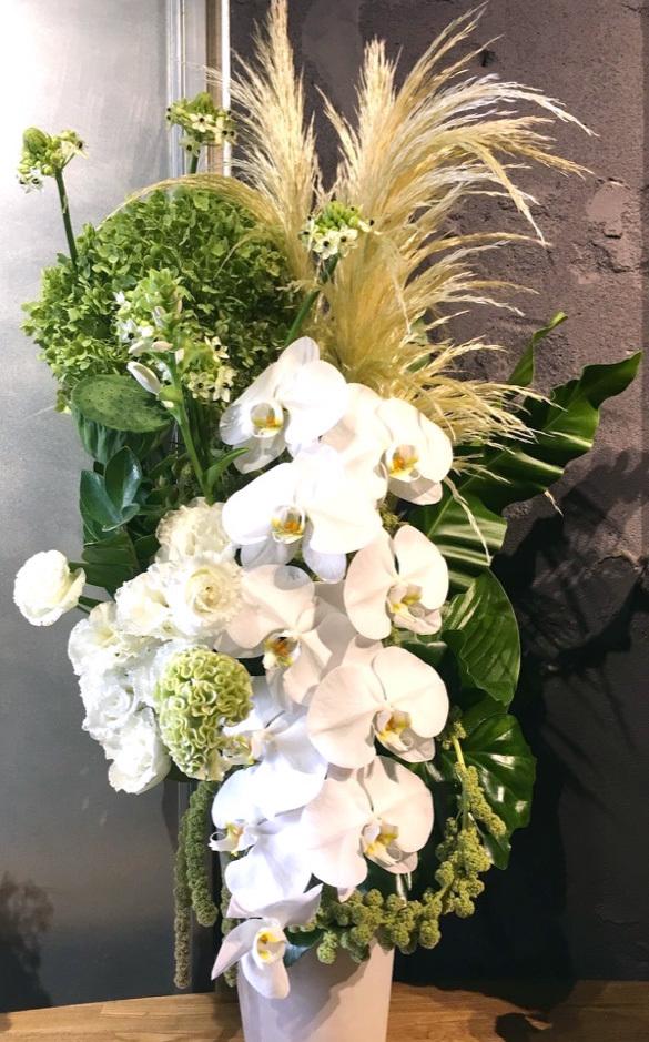 コンサルティング会社さまに贈られた上場祝いの祝い花|